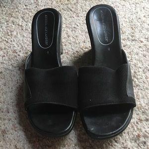 Versatile black shoes